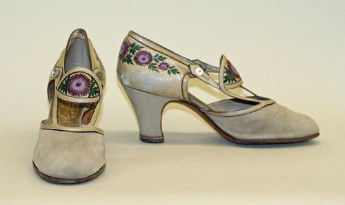 Thistle embroidered pumps by shoemaker André Perugia, 1925: Met Museums, 1920S Shoes, French Medium, Leather Pumps, André Perugia, 1925 Culture, Perugia French, Vintage Shoes, Perugia Shoes