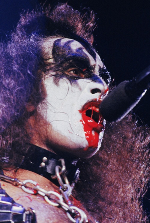 Gene Simmons - Love Gun Tour [July 18th, 1977]Great shot of a bloody ...