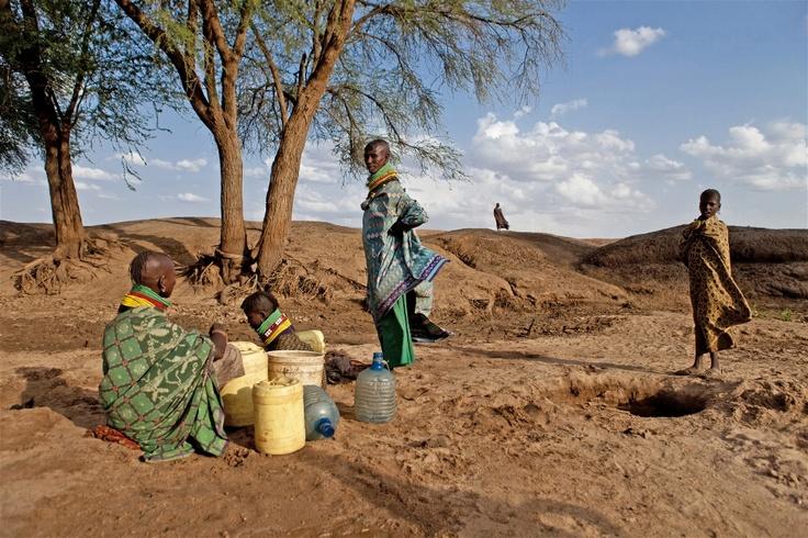 "IRIN - ""Turkana women dig for water on a dry river bed in northern Kenya (c) Gwen Dubourthoumieu / IRIN"""