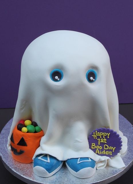 Baby BOO Cake ~ Halloween Birthday... adorable! This makes me want a Halloween baby lol, you know for the cute ass cake