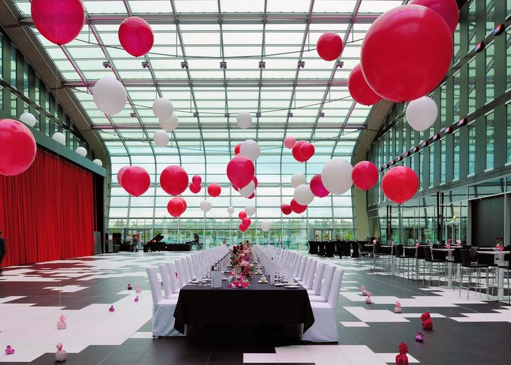 Amazing wedding setup with red and white ballons at the Kameha Grand Hotel in Bonn, Germany