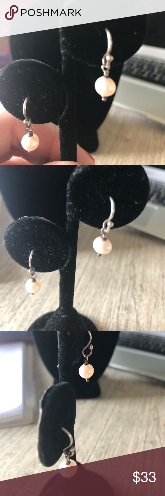 Silpada pearl earrings .925 Sapana, dainty pearl earrings great condition worn once comes from smoke free home Silpada Jewelry Earrings