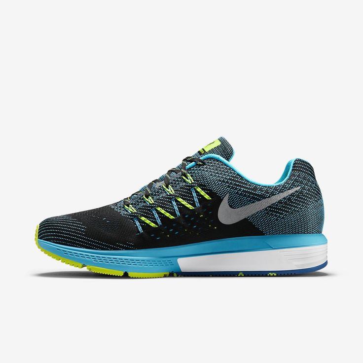 The Nike Air Zoom Vomero 10 Men's Running Shoe provides a dreamy  combination of soft yet