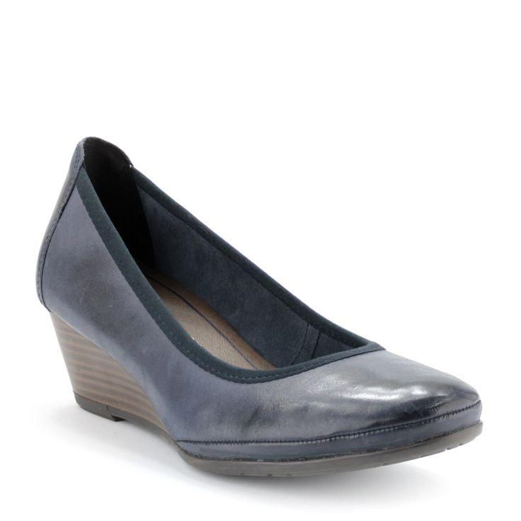 Kék színű éktalpas Marco Tozzi női cipő | ChiX.hu cipő webáruház Sötétkék éktalpas Marco Tozzi cipő. Talpbélése puha, memóriahabos Feel Me talpbélés. Sarka 4,5 cm magas. Márka: Marco Tozzi Szín: Ocean Antic Modellszám: 2-22300-24 831
