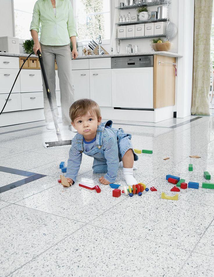 Τα παιδιά θα ανακαλύψουν πολλά πράγματα στο σπίτι σας. Αλλά όχι χημικά. Χάρη στα ατμοσυστήματα της Kärcher. Η δύναμη του ατμού είναι τόσο αποτελεσματική που δε θα χρειάζεστε πια χημικά καθαριστικά και για τους πιο μικρούς πόρους.  Τέλεια για το μεγάλωμα των παιδιών σε ένα υγιές περιβάλλον. Ακριβώς όπως θα περίμενε κανείς από την Kärcher.