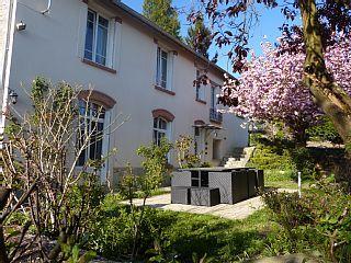 Huur een huis in Montigny-sur-Vesle, Champagne-Ardennen in het centrum met 5 slaapkamers, vanaf €150 per night. Voor een complete vakantie - HomeAway