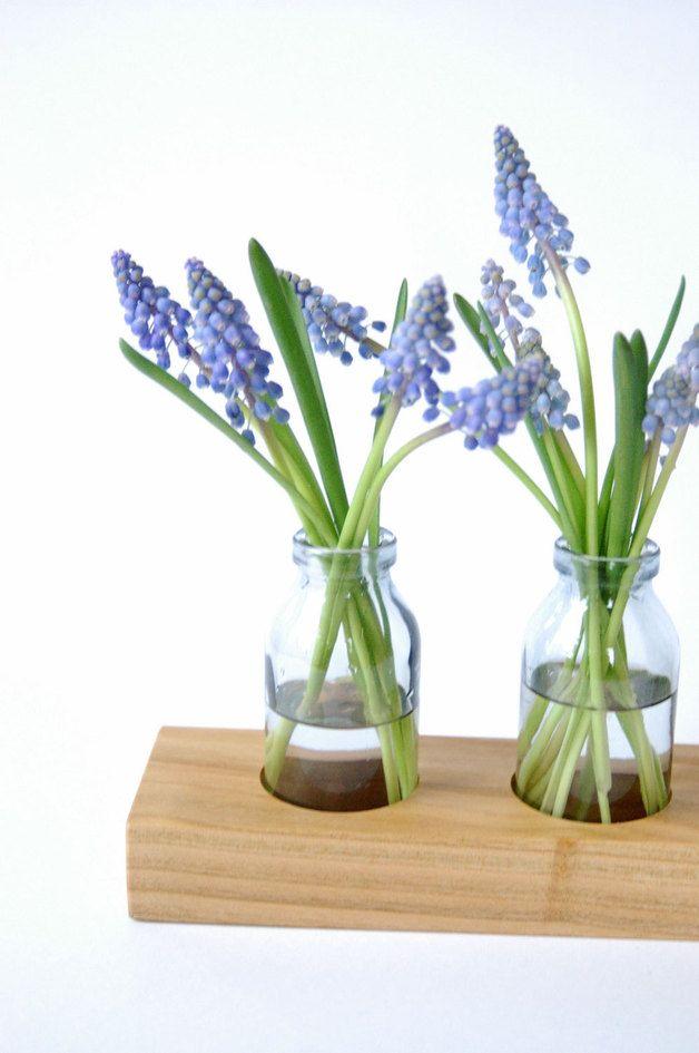 Mit der einzigartigen Vase aus Kirschbaum bringst du ein Hauch Frühling in dein Zuhause/ this wooden vase brings spring to your home made by kerfra via DaWanda.com