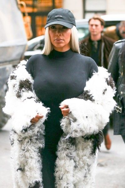 Kim Kardashian Photos - Kim Kardashian Shops At Barneys New York - Zimbio