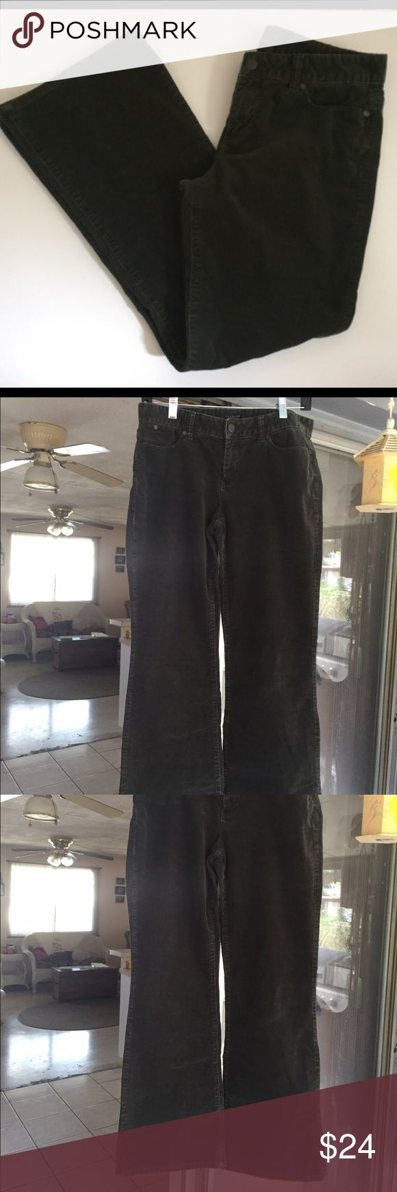 Talbots – forest green boot cut corduroys Forest green corduroys by Talbots, boot cut, size 6, 27 inch inseam, 15 inches across the waist, 17 inches across the hips. Excellent condition. Talbots Pants Boot Cut & Flare