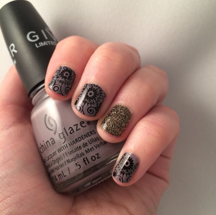 Nail art. Flower stamping and glitter.