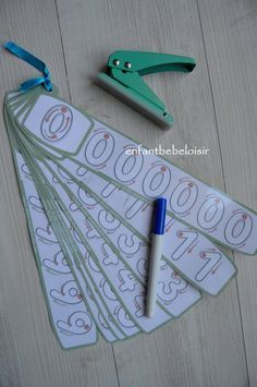 Coucou, Tracer des chiffres Un exercice de tracer pour les petites sections de maternelles trouvé sur le site fiche-maternelle.com . Réglettes que vous pouvez imprimer et le plastifier !