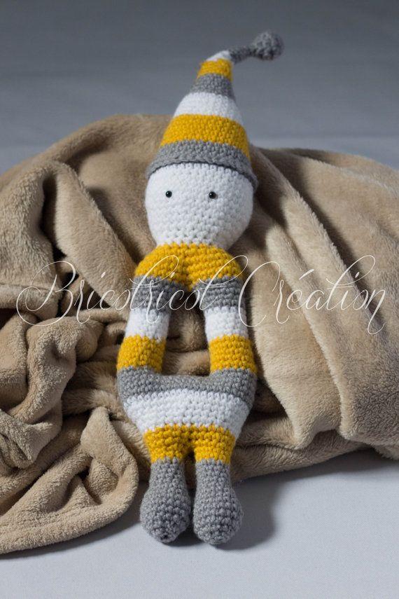 """Peluche """"Amidou"""" fait au crochet pour enfant. Idéal comme cadeau de naissance ou de shower de bébé. Prêt à partir!"""