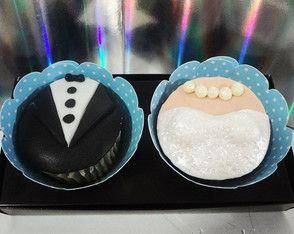 Noivinhos Excelente ideia para lembrança de casamento. Deliciosos cupcakes decorados com fondant
