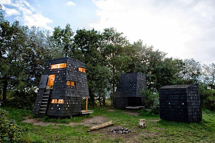 Gemütliche Hütten eingebettet in die Dünen bei Fünen  Südlich von Fünen befindet sich eine Inselgruppe bestehend aus Birkholm, Skarø, Drejø und Ærø in Dänemark. Vom Wind geformte Birken sowie wil...