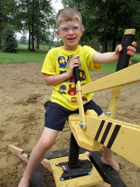 Picture of Sand Digger: Made from Recycled Pallets tutorial