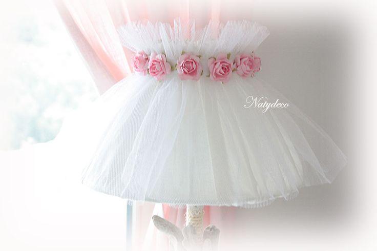 Nouvelle création abat jour en lin et tulle blanc avec couronne de roses NATYDECO En vente sur www.natydecocorse.com