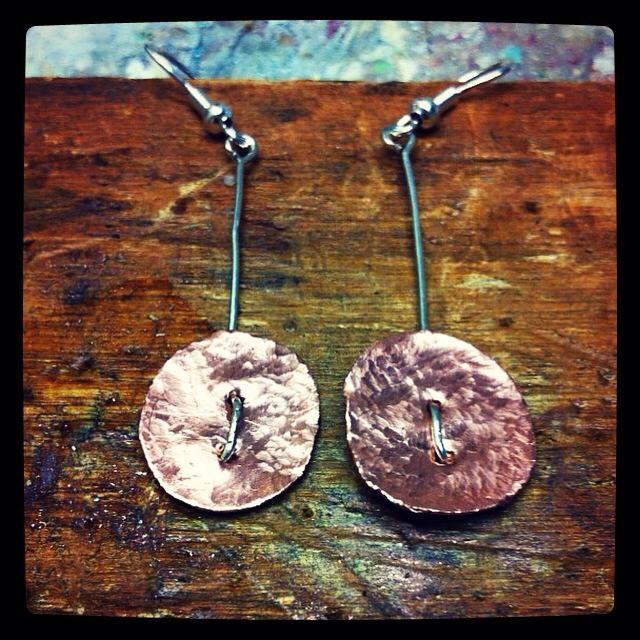 Orecchini in rame battuto #orecchini #earrings #rame #copper #handmade #handmadeitaly https://www.facebook.com/serendipitystudioarte/