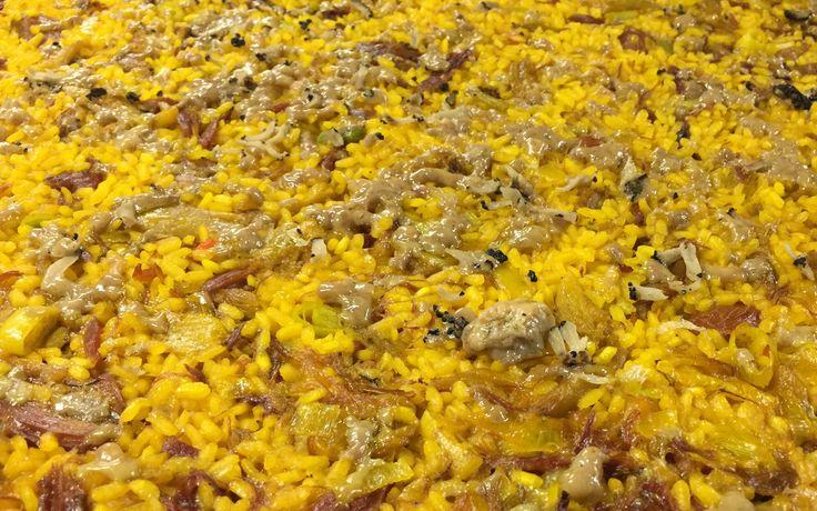 Arroz (meloso o seco) de pato confitado con boletus, ajos tiernos y foie al aroma de trufa. Valencia - Arroceria La Plaza