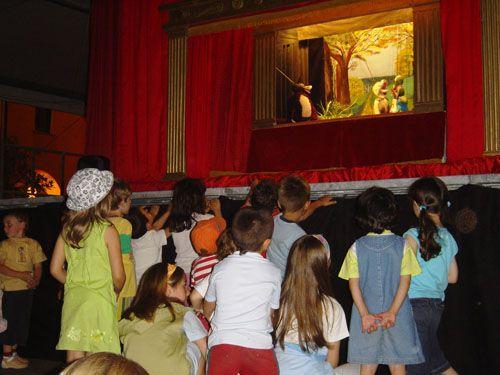 Storie di animali - MARIONETTE MAURIZIO LUPI. Uno spettacolo di marionette per bambini. Teatro dei ragazzi. Struttura utilizzabile sia in interni che in esterni (piazza, ecc...). Vai sul sito www.marionettemauriziolupi.it e guarda anche tutti gli altri spettacoli per bambini. Contattateci!