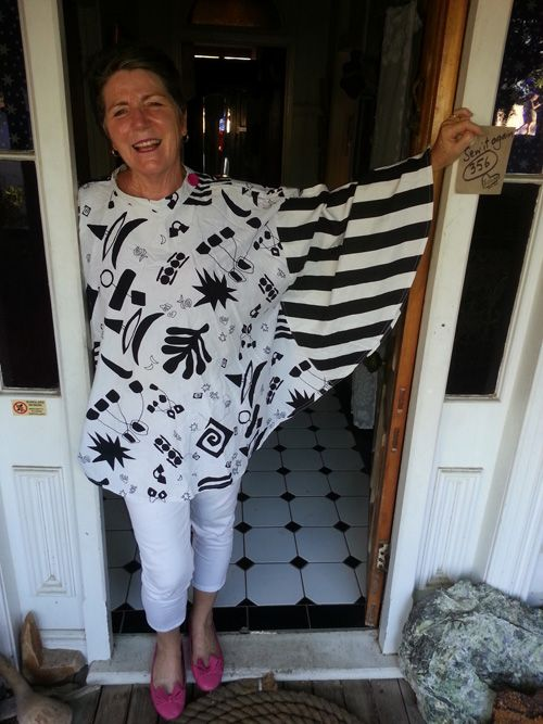 Sew 356 - Liz turns circle skirt into a '60s inspired top, creating 'batwing-style' sleeves by simply stitching