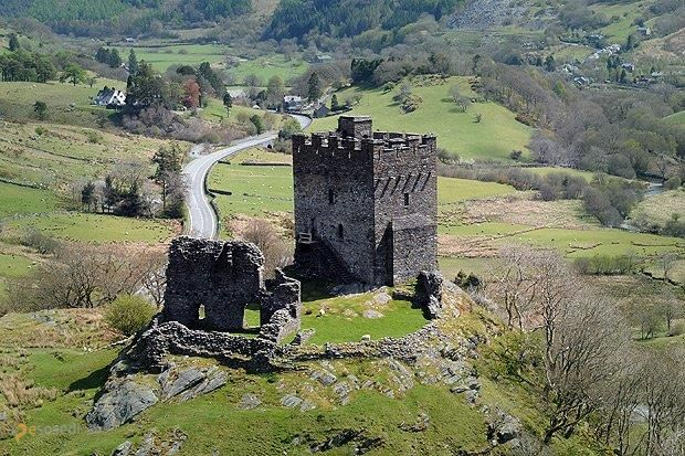 Замок Долвиделан – #Великобритания #Уэльс (#GB_WLS) Руины замка Долвиделан открыты для посещения. http://ru.esosedi.org/GB/WLS/1000443293/zamok_dolvidelan/