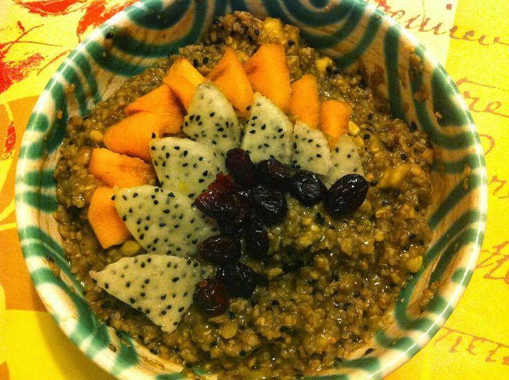 Exotisches Obst schmiegt sich dank Petzis Mann auf ihrem Frühstücksteller.