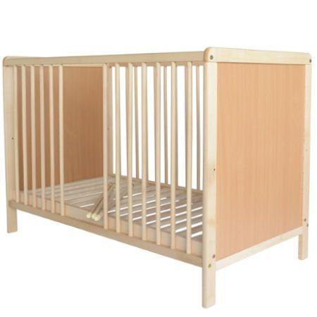 Klasyczne łóżeczko dziecięce z szczebelkami i pełnymi czołami, wykonane z drewna bukowego. Łóżeczko dziecięce z opcją wyjmowania w razie potrzeby trzech szczebelek. Dodatkowo istnieje możliwość montażu stelaża na dwóch wysokościach - na dole jak na zdjęciu oraz w połowie łóżka (widoczne dziurki do montażu na przednim boku łóżka).