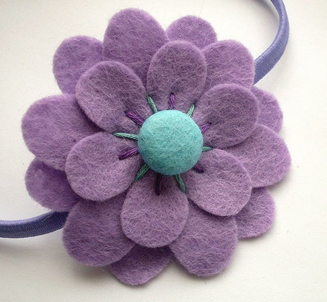 Cute felt flower and headband. These look so easy to make, but adorable