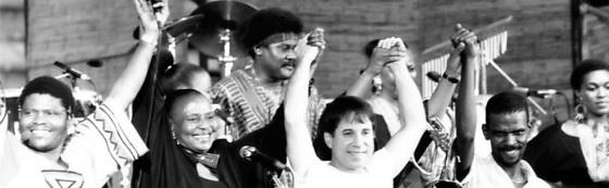 """Muziekdocu: Paul Simon - under african skies (Joe Berlinger)  Was afgelopen zondag (3/6/2012) op canvas te zien. Geweldige documentaire gemaakt naar aanleiding van de 25ste verjaardag van het album """"Graceland""""."""