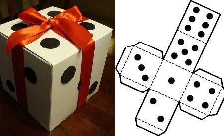 Decora una caja con aspecto de dado.
