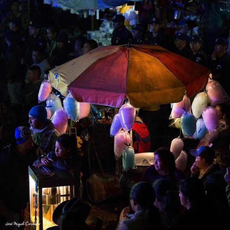 Algodones de azucar dulce de azucar de colores común enmlas celebraciones y ferias de Guatemala #PostalesGT #Retoinstagrampl #QuePeladoGuate #Prensa_libre #Guatemala #mundochapin #milugarfavoritopl #picoftheday #perhapsyouneedalittleguatemala #guatevision_tv #gtmagica #visitGuatemala #QuebonitaGuate #natgeotravel #natgeo #photooftheday #pictureoftheday #fotodeldia #folklore #guatemala ##民間伝承 #민속학 #фольклор #التراث الشعبي