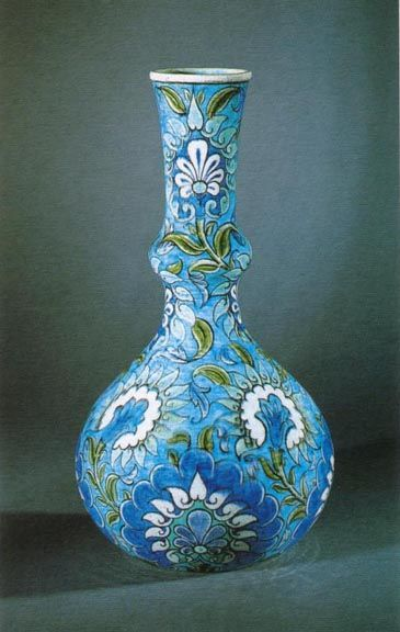 Large Bottle Vase William De Morgan (1839-1917) Ceramic decorated in Persian colours with trailing floral motifs, H. 40 cm