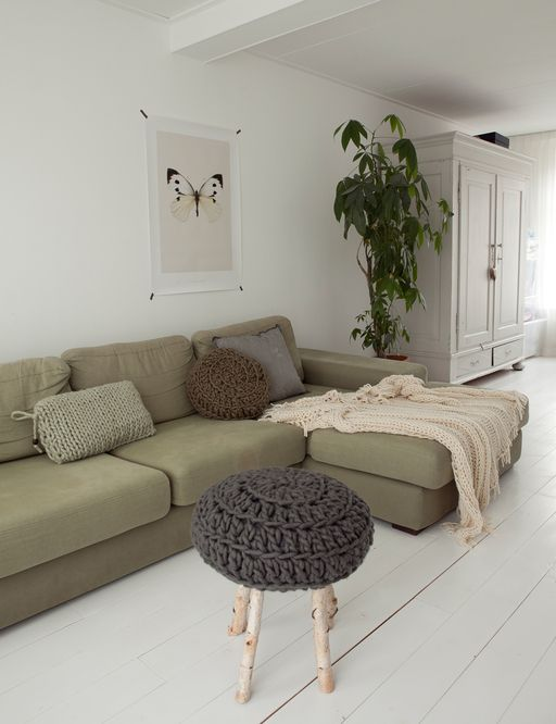 Town house in Groningen | Photographer: Jitske Hagens Styling: Cleo Scheulderman | vtwonen mei 2013 #magazine #vtwonen #magazine #interior #livingroom #green #wool