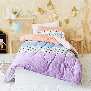 Our Geo stripe comforter with pillowcase is a bright and comforatble way to bring a fresh new look to your kids' bedroom! Featuring a vibrant pattern...
