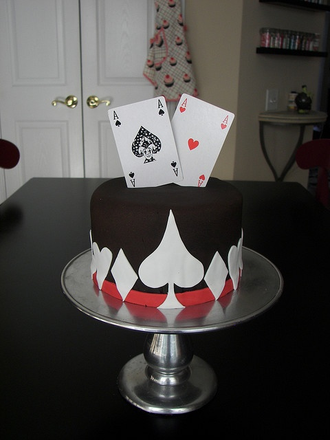 Ace Of Spades In 2020 Poker Cake Creative Cakes Poker