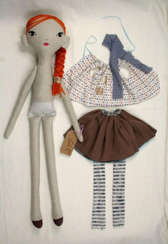 Cloth doll Hand Embroidered face. Original par LolawithLoveDolls