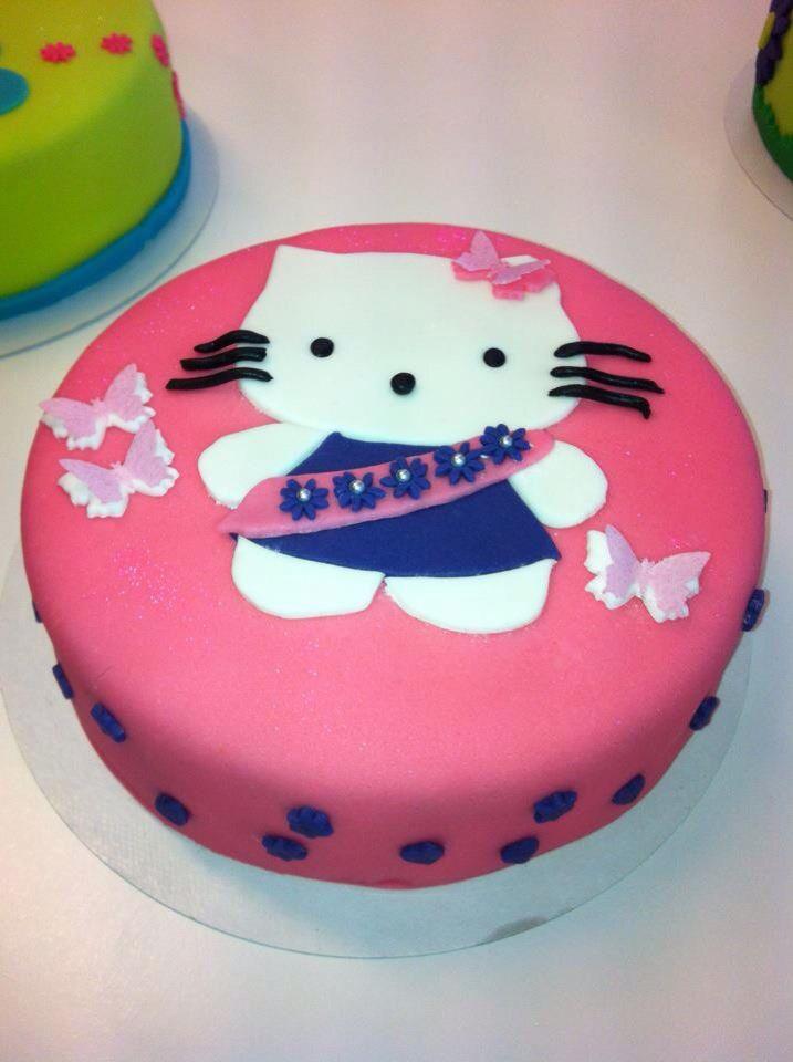 Dit is mijn eerste taart gemaakt tijdens een workshop taart decoreren.