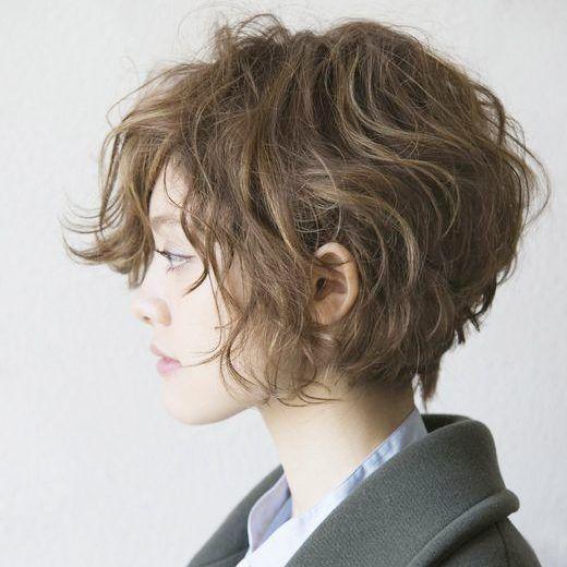 モテ髪の代表のようなゆるふわヘア。可愛いですが、ちょっと個性的なヘアスタイルしたい人もいますよね。そんな人にはぜひおすすめ!今年の秋冬は、ハードなしっかりウェーブにチャレンジしてみませんか?