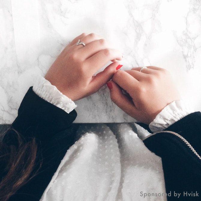 Styling by johanneappel - Hvisk Stylist Community #hvisk #hviskstylist #hviskjewellery #fashion #outfit #jewellery #jewelry #johanneappel #white #marbel #hair #longhair #brownhair #leatherjacket #red #nails #nailpolish #girl #girly #zara #white #inspiration