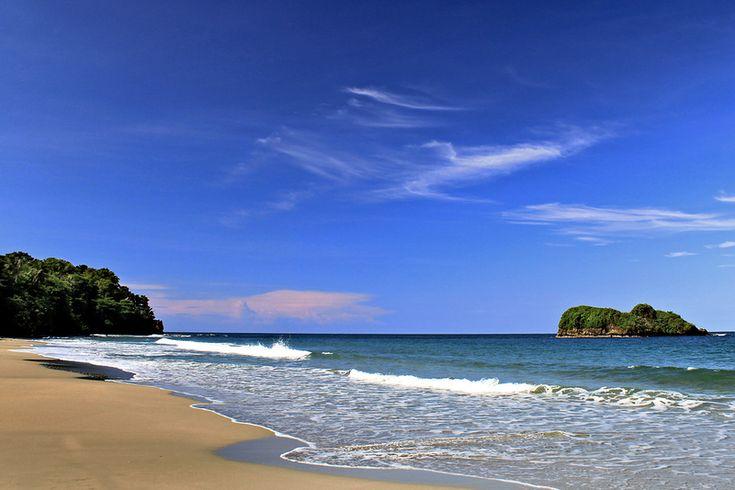 """Коста-Рика —в переводе с испанского означает """"богатый берег"""".."""