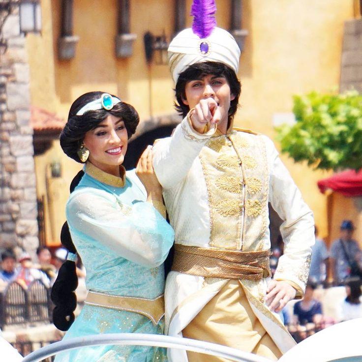 指差し(笑) 前はランドの七夕グリーティングにいた二人。もうランドには出ないのかな~。 #アラジン#ジャスミン#七夕グリーティング#ディズニーシー #tanabata #tokyodisneysea #aladdin #princess #jasmine http://misstagram.com/ipost/1551504421249492562/?code=BWIDQ0IBiZS