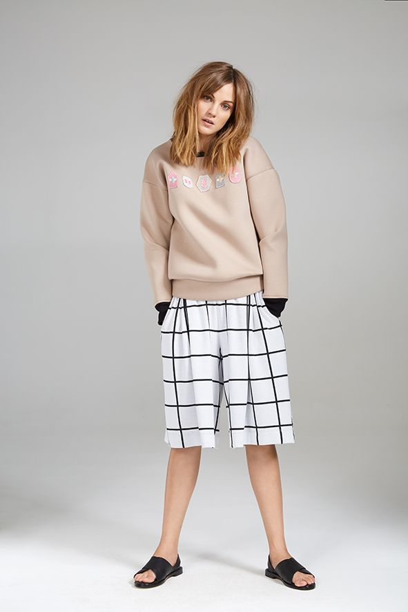 BADGE SWEATER AND CHECKED CULOTTE