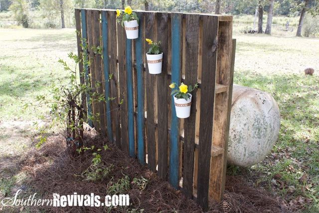 Landscaping Ideas To Hide Ugly Fence : Pallet garden wall to hide ugly things in the yard