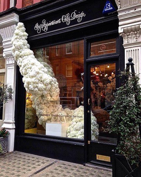Витрина цветочного магазина #flowers #WindowDisplay #vitrinistika #цветы…