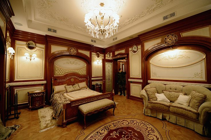 VIKTOR YANUKOVYCH Yanukovych's former bedroom at Mezhyhirya features more gold-and-wood detailing.