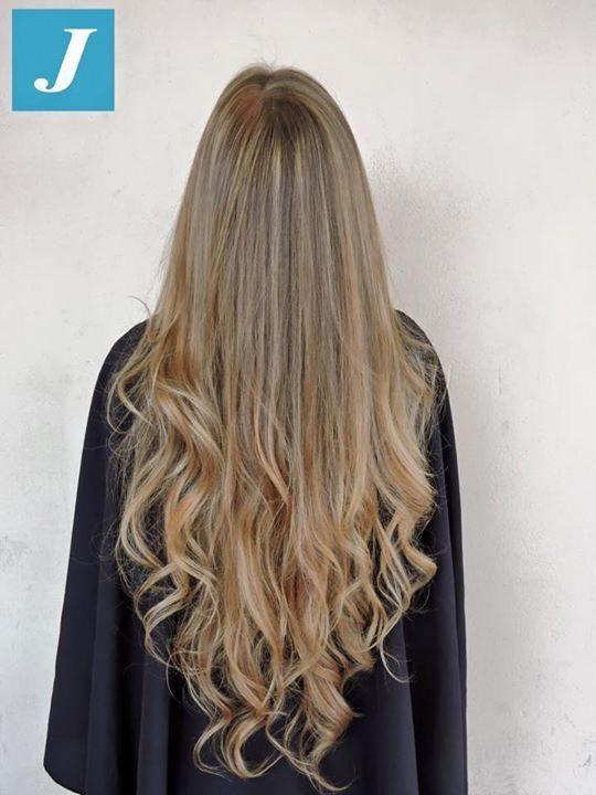Ami i capelli lunghi e sani? Scegli il Degradé Joelle, la tecnica di colorazione verticale che rispetta la texture dei tuoi capelli. #cdj #degradejoelle #tagliopuntearia #degradé #igers #musthave #hair #hairstyle #haircolour #haircut #longhair #ootd #hairfashion