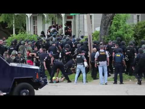 Images of Militarized Police in Baton Rouge Draw Global Attention