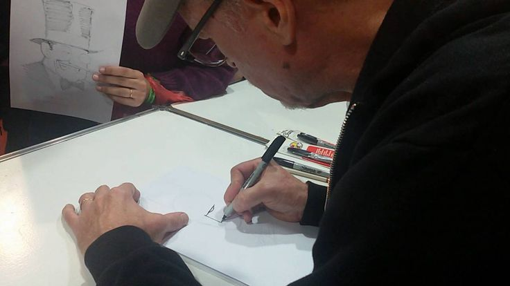 Comic Con Argentina 2016 - Kevin Nowlan drawing Batman - YouTube