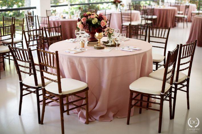 Casamento no campo: menta, rosa e dourado | 2wed.com.br  Decoração Rosa Quartz e dourado.