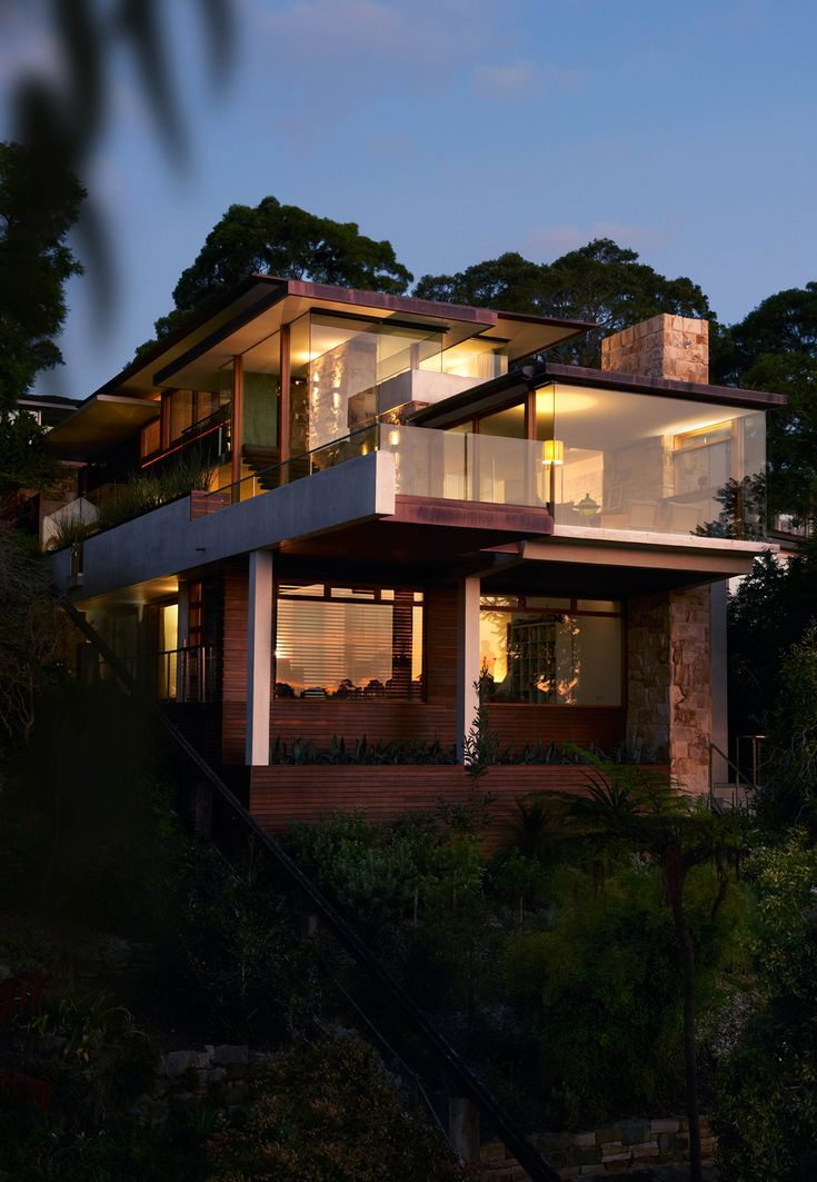 Modern Family Home Overlooking Sydney's Middle Harbour